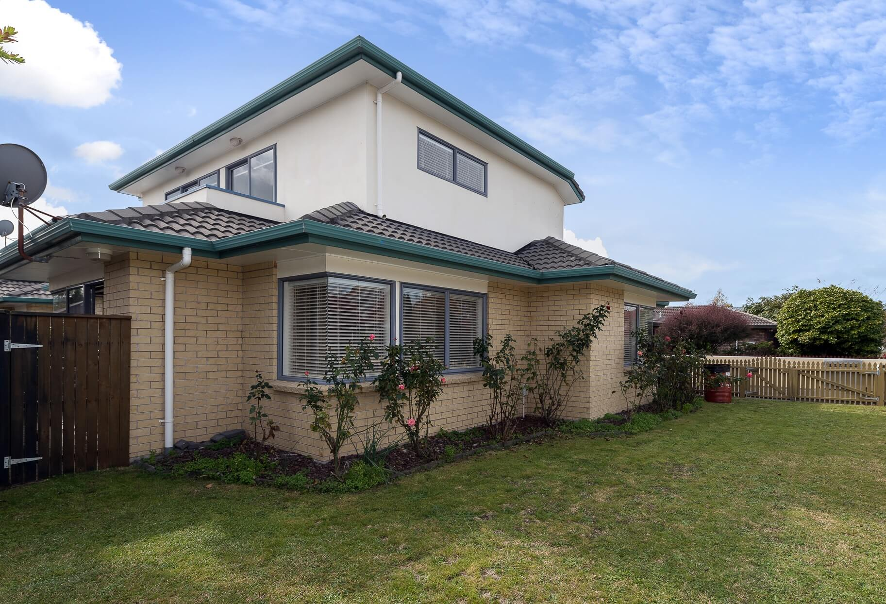 Rotorua Townhouse Yard View | Palm Court Rotorua